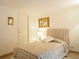 Lilac, cozy apt in the heart of Sicily - Rome vacation rentals