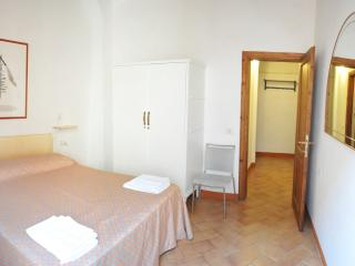 APT. 600 METERS FROM THE MAIN STATION NEARBY MARKET - Florence vacation rentals