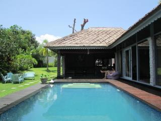 Goa, 3 Bedroom, feature gardens, close to Seminyak - Riau vacation rentals