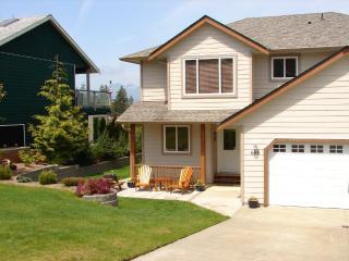 Private 2 BR View, Hot tub, 5 minute walk to town. - Tofino vacation rentals