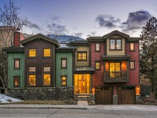 Park Avenue Luxury Ski Chateaux with 5 Bedrooms and within Walking Distance to Ski Slopes - Park City vacation rentals