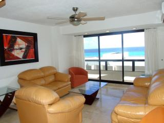 Beautiful 3 bedrooms apartment in beach front complex - Cancun vacation rentals
