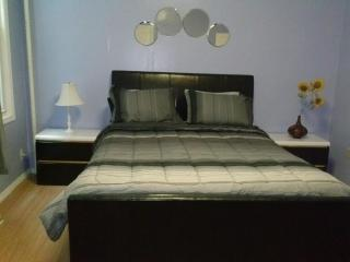 15 Min To Nyc By Bus 2 Bed Apt - West New York vacation rentals