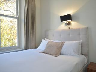 (B) Hyde Park House - London vacation rentals