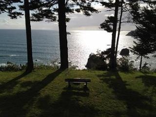 Sunset Knoll~ Tranquility on the Bluff w/ Panoramic Ocean Views! - Trinidad vacation rentals