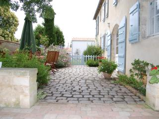 Beautiful stone house, heated pool  for 2 to 16 - Marennes vacation rentals