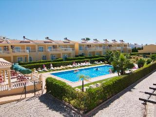 1 BEDROOM APARTMENT FOR 2 IN A CONDO WITH POOL AND TENNIS COURT IN PERA REF. 134931 - Alcantarilha vacation rentals
