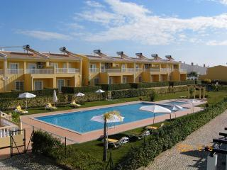 3 BEDROOM VILLA FOR 8 IN A CONDO WITH POOL AND TENNIS COURT IN PERA REF. 134936 - Alcantarilha vacation rentals
