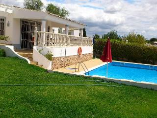 3 BEDROOM INDEPENDENT VILLA WITH PRIVATE POOL AND BARBEQUE NEAR GUIA, ALBUFEIRA - REF. QDA135792 - Albufeira vacation rentals