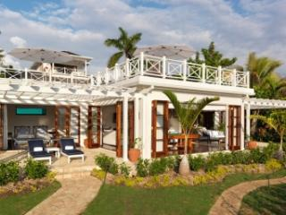 Spacious 6 Bedroom Villa with Private Pool in Round Hill - Hope Well vacation rentals