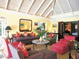 Tremendous 4 Bedroom Villa with Large Swimming Pool in Round Hill - Hope Well vacation rentals