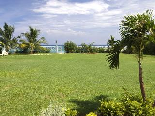 6 Bedroom Beachfront Villa in Runaway Bay - Runaway Bay vacation rentals
