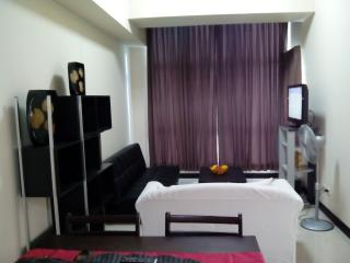 Fully Furnished 1BR w/ wifi BGC - Taguig City vacation rentals