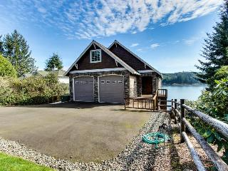 Vista Point Lakehouse on Siltcoos Lake - Florence vacation rentals