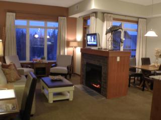 Superior King Suite Top floor Outdoor pool/hottubs - Canmore vacation rentals