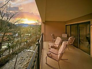 2BR Luxurious Gatlinburg Condo w/ Mountain Views. August from $99! - Gatlinburg vacation rentals