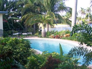 ~~~ Tropical Ft Lauderdale WATERFRONT Pool Home ~~ - Fort Lauderdale vacation rentals