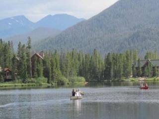 Canoeing on our lake with views of mountain peaks - Lakeside cabin in  Colorado Rocky Mountains - Grand Lake - rentals