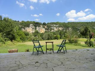 Great place to relax on the border of the river Lot - Saint Sylvestre sur Lot vacation rentals