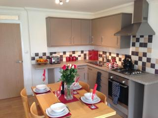 Superb Garden Apartment That Sleeps Up To 5 Sleeping Guests In Worthing - Worthing vacation rentals