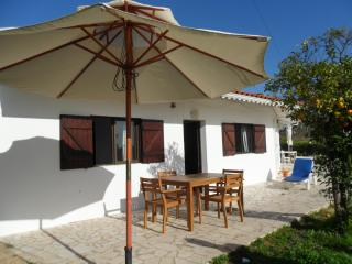 Ex Fishermans cottage 1.3  kms  beach- sleeps 7/ 8 - Armação de Pêra vacation rentals