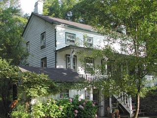4br 1850S Farmhouse With Meadow And Mountain Views - New York City vacation rentals