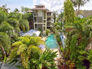 YOUR BEACH ESCAPE IN THE HEART OF TRINITY BEACH - Trinity Beach vacation rentals