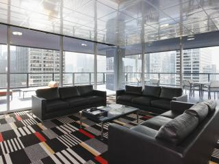 Modern 1 Bedroom off Michigan Ave Downtown Chicago - Chicago vacation rentals