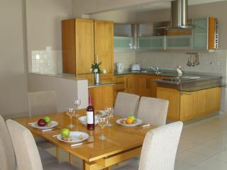 LUXURY 4 BEDROOM PENTHOUSE, BUGIBBA FREE WIFI - Bugibba vacation rentals