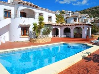 Detached Villa with outstanding views ideal for two families - Jalon vacation rentals