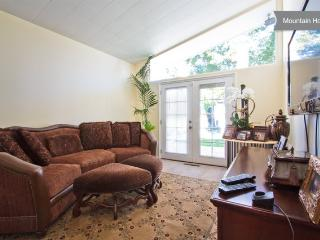 Beautiful Mountain View Home in LA - Tujunga vacation rentals