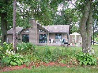 Anchor's Away on Castle Rock Lake, near WI Dells - Necedah vacation rentals