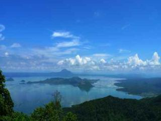 Blowing in the Wind - Taal Lake views - Batangas vacation rentals