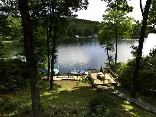Beautiful rustic Lakefront cottage with 4 bedrooms, 3 bathrooms. Stunning lake views - Smoky Mountains vacation rentals