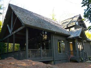 A lovely 3 bed cottage nestled within a private and quiet setting in the woods at Lake Toxaway - Smoky Mountains vacation rentals