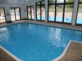 Cozy Branson condo w/Indoor & outdoor pools and close to all the  Branson shows (A-20) - Branson vacation rentals