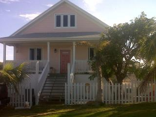 Cute, Quaint & Safe - Take 'ya' Time Cottage - Rainbow Bay vacation rentals