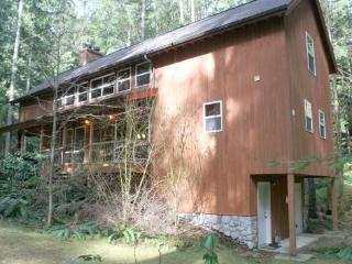 Snowline Cabin #100 - This beautiful 3-story home is pet friendly and has a private out door hot tub! - Maple Falls vacation rentals