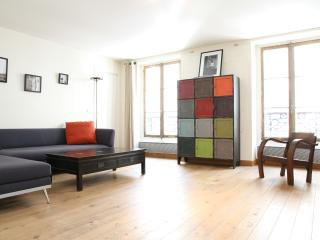 46. SPACIOUS Apartment - Rue Cler - 5th Arrondissement Panthéon vacation rentals