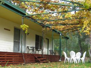 Whispering Pines Bush Retreat - Cottage - Quirindi vacation rentals