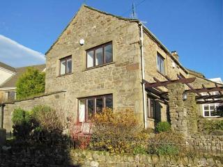 THE SHIPPON, lovely cottage with woodburner, patio garden, heart of the village, in Grassington, Ref 21498 - Grassington vacation rentals
