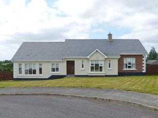 8 BLAKES GLEN, pet-friendly, open fire, en-suite, ground floor cottage in Curracloe, Ref. 27031 - Curracloe vacation rentals