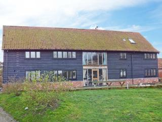 LONG REACH BARN open fire, AGA, close to river in Snape Ref 28158 - Suffolk vacation rentals