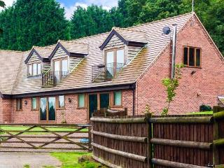 PARK VIEW LODGE, semi-detached cottage, in unspoilt countryside, en-suite, enclosed garden, near Shatterford and Kidderminster,  - Shatterford vacation rentals