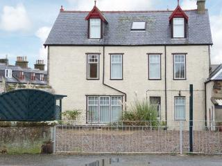 1 SEAFIELD STREET, over three floors, games room, WiFi, off road parking, front patio, in Cullen, Ref 30262 - Cullen vacation rentals