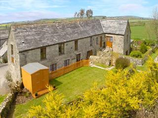HONEYSUCKLE, semi-detached barn conversion, WiFi, parking, garden, in Saint Columb Major, Ref. 30938 - Cornwall vacation rentals
