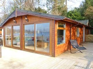 LODGE ON THE LAKE, beautiful lakeside position, en-suite, on-site facilities, superb lodge in Bowness, Ref. 31127 - Bowness-on-Windermere vacation rentals