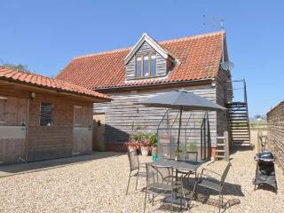 GRANARY LOFT, studio apartment, pet-friendly, romantic retreat near Grantham, Ref. 903732 - Leicestershire vacation rentals