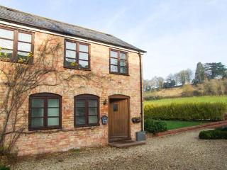 BLUEBELL COTTAGE, charming upside down cottage, country views, great touring base, in Newnham-on-Severn, Ref 903742 - Gloucestershire vacation rentals