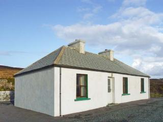 BIDDY'S COTTAGE, single-storey, detached property, sea views, pet-friendly, in Brinlack, Ref 904896 - County Donegal vacation rentals